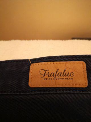 pantalón azul marino tipo vaquero pitillo