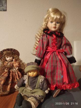 tres muñecas de porcelana