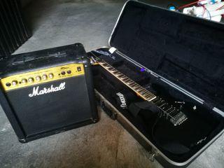 Guitarra eléctrica Ibanez y amplificador Marshall