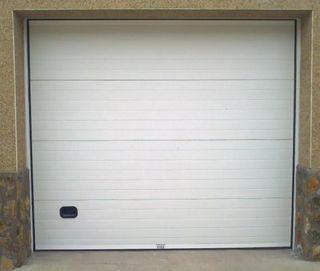Puerta garaje seccional con motor