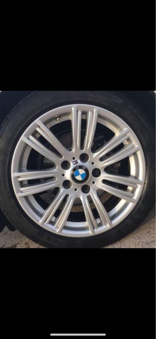 Llantas BMW Serie 1 de 17'' con neumático Pirelli.