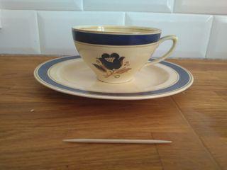Juego de té amarillo y azul