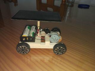 Coche solar con batería recargable