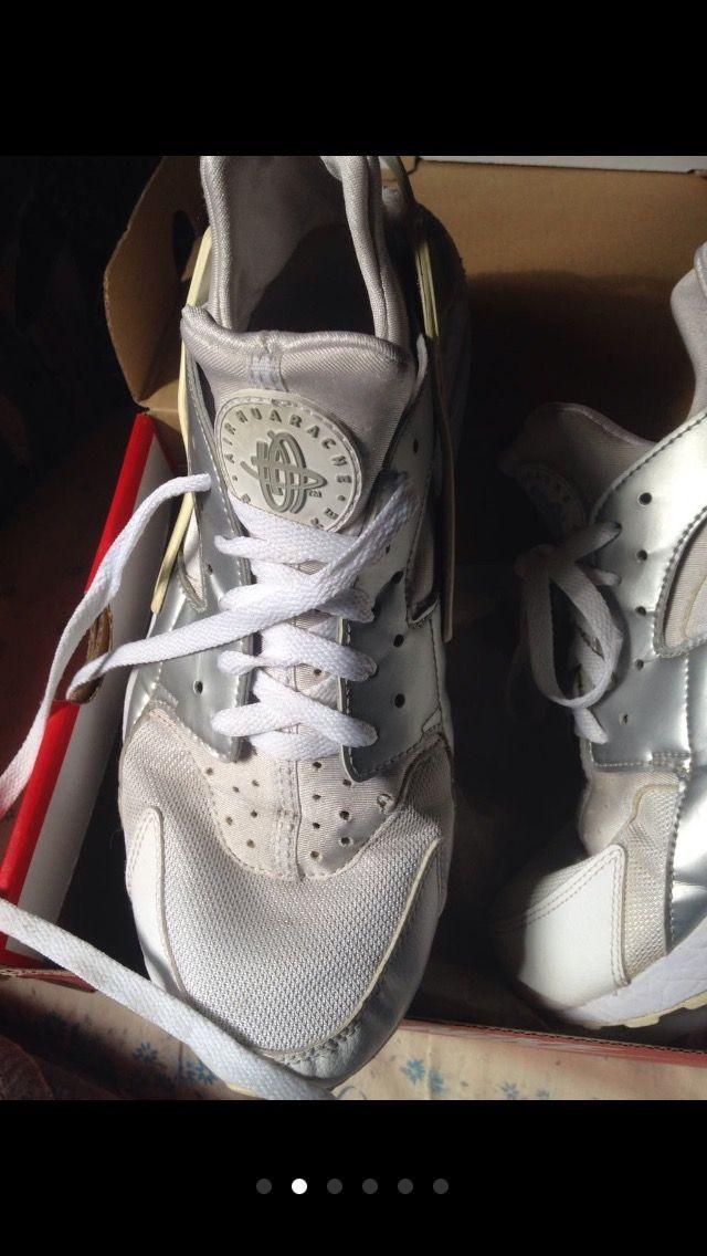 Noche Desilusión Aparecer  Zapatillas deportivas Nike Air Huarache OFERTA de segunda mano por 45 € en  Madrid en WALLAPOP