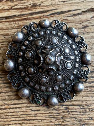 LIQUIDO! Antiguo broche árabe plata labrada.