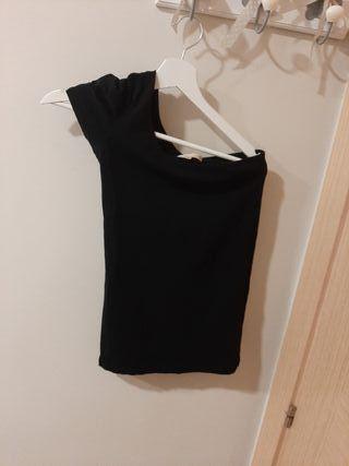 Camiseta hombro descubierto