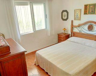 Dormitorio rústico de madera