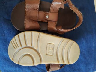 sandalias marrón bebe