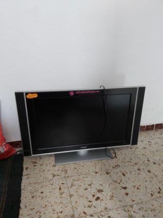 la tele no tiene TDT ni tampoco mando se vende par