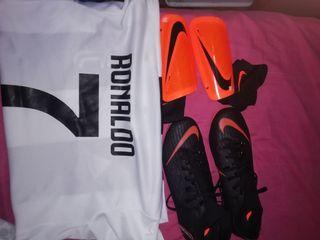 vendo botas Nike espinilleras Nike y camiseta cr7