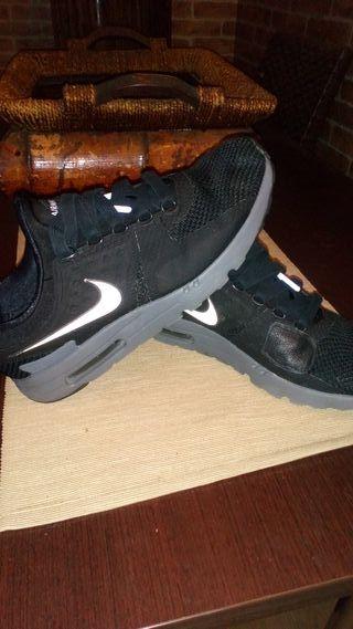 zapatillas adidas negras con muñequitos