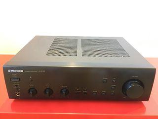 Amplificador PIONEER A303-R. Funciona. Sin mando.