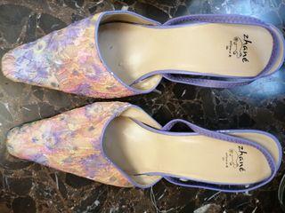 Zapatos con flores. T38