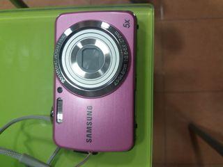 cámara de fotos en color rosa
