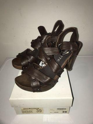 Sandalias marrón 39