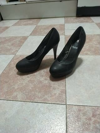 zapato clásico con pequeña plataforma