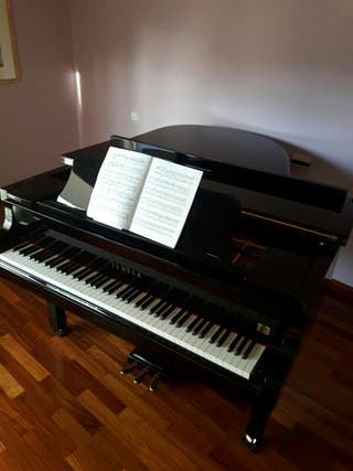 Piano de media cola Yamaha C-3