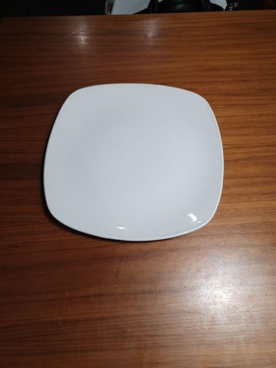 10 platos blancos