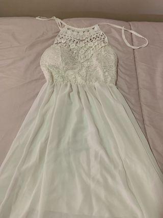 Vestido de gasa con cuello con blonda anudado