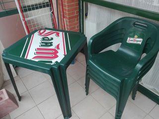 mesa y sillas en perfecto estado