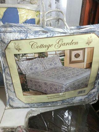 Conjunto de colcha y fundas almohada