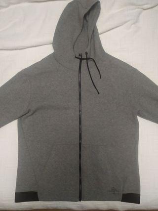 Sudadera de deporte con capucha.XL