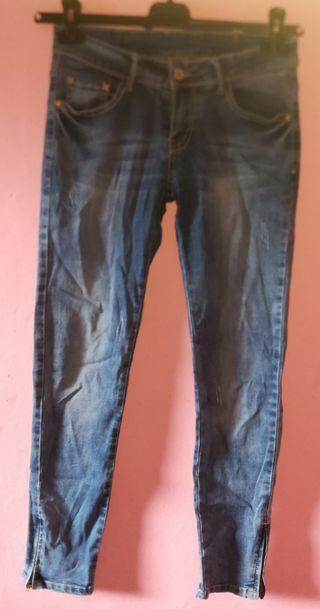 Pantalón nuevo con cremallera debajo