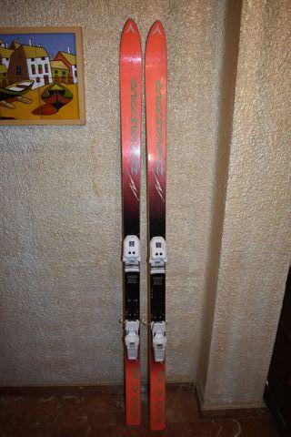 Skis Esquís buen estado + fijaciones. Urge vender