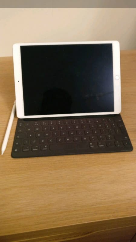 ipad pro 10.5 2017 with apple keyboard & pen