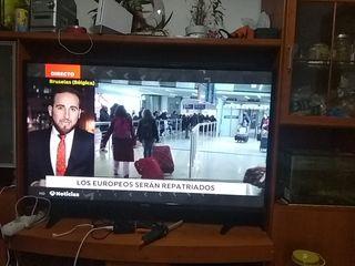 """TV LED 55 PULGADAS UHD y Otra de 32"""""""