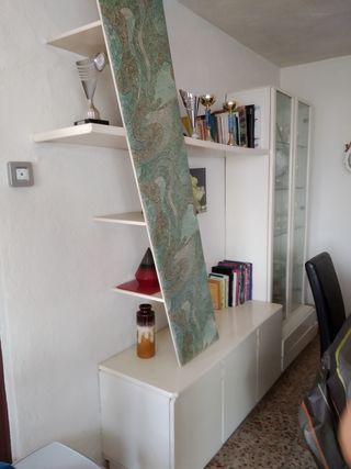 mueble con vitrina + mesa TV cajonera