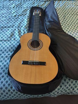 Guitarra Española Sonora SGN-450 y funda nueva