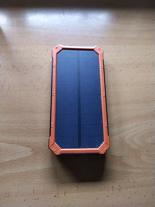 bateria portatil con placa solar