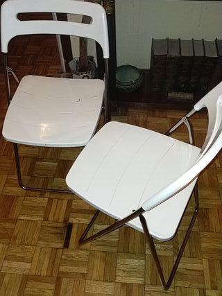 dos sillas de cocina plegables