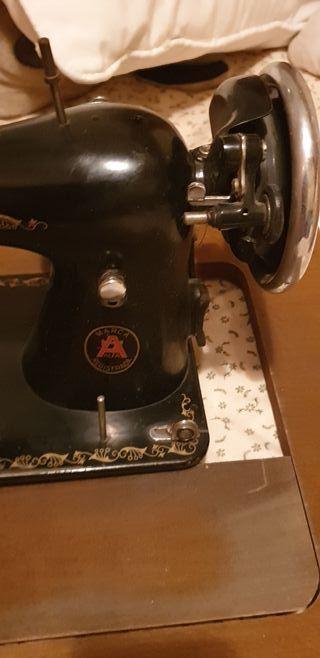 máquina de coser modelo alfa antigua