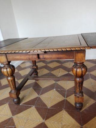 Mesa tallada extensible
