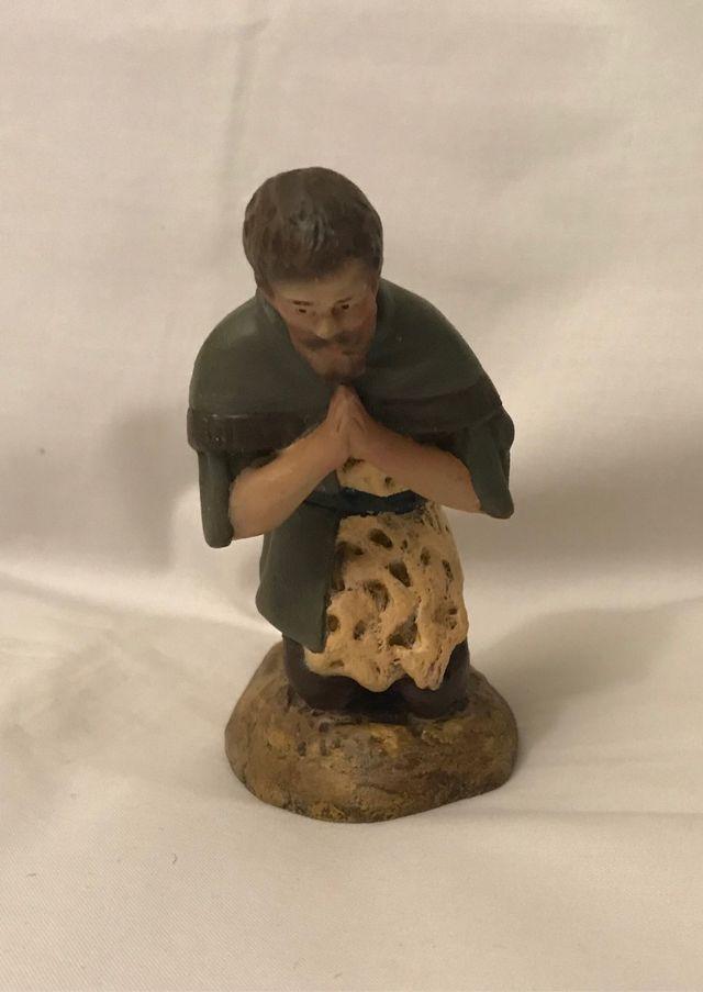 Figuras de belén o nacimiento. Pastor en adoración