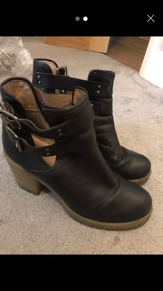 Black boots size 6