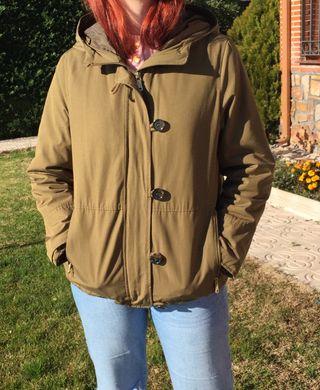 Abrigo corto verde caqui con forro de pelo