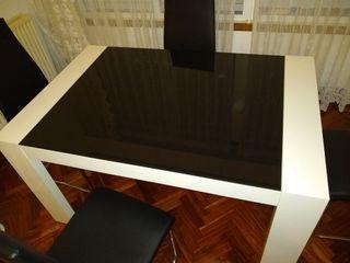 Mesa y 4 sillas paeton