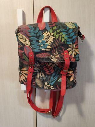 mochila roja Misako