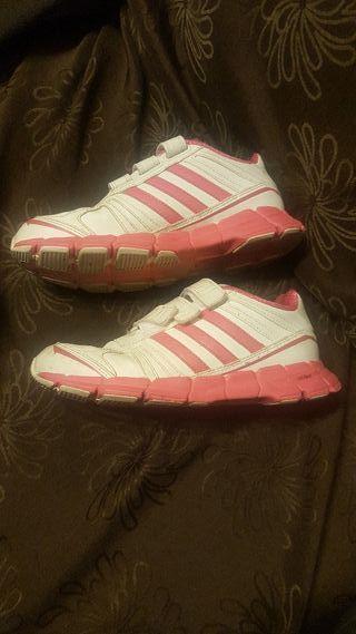 Bambas de niña Adidas.