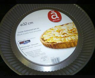Molde tarta base desmontable 32 cm borde rizado.