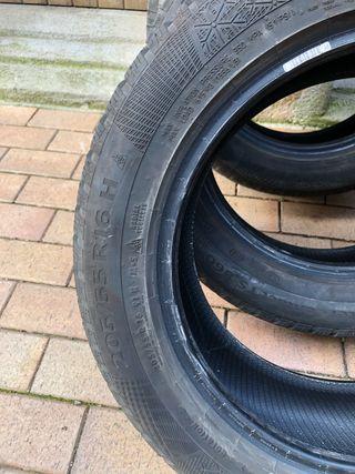 Dos neumáticos invierno 205/55 R16 H Continental