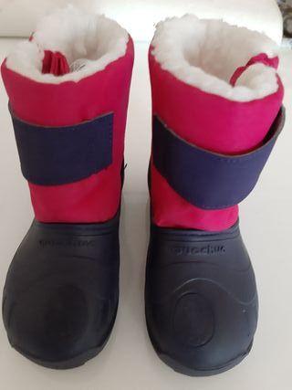 Botas, pantalón y guantes nieve