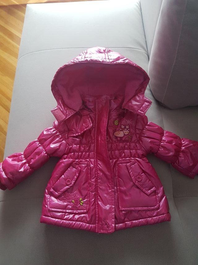 abrigo bebe talla 6 meses.como nuevo