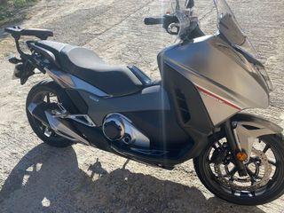 Honda integra 750s