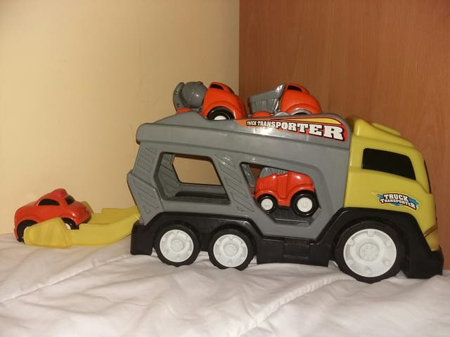 Camión transporte vehiculos de juguete