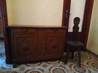 Mueble cajones y silla madera