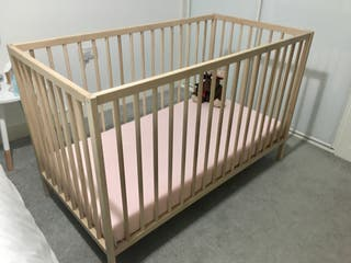 Cot in excellent condition!
